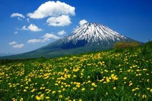 yaponskii vulkan yotei otkryvaetsya dlya turistov Японский вулкан Ётэй открывается для туристов